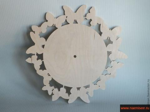 Различные деревянные заготовки для часов и часовые механизмы